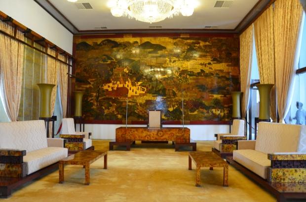 Wietnam, Ho Chi Minh City (Sajgon), Reunification Palace - Pałac Niepodległości/Zjednoczenia, niesamowity obraz złożony z mniejszych kwadratów, każdy kwadrat to 3 miesiące ręcznego nakładania płatków złota, malowania i lakierowania