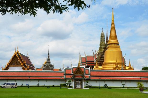 Tajlandia, Bangkok, Grand Palace - Pałac królewski, widok na świątynię Wat Phra Kaew znajdującą się na terenie pałacu