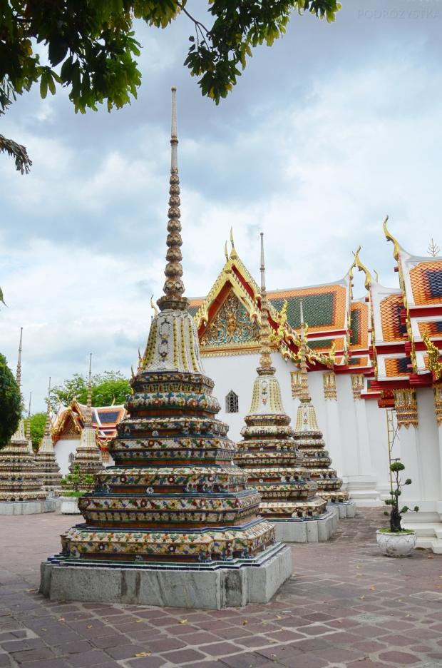Tajlandia, Bangkok, świątynia Wat Pho, Phra Chedi Rai, stupy w których znajdują się prochy zmarłych z rodziny królewskiej