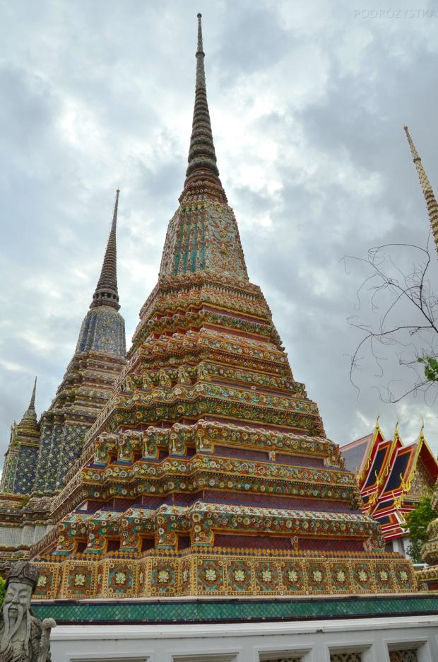 Tajlandia, Bangkok, świątynia Wat Pho, Phra Maha Chedi Si Rajakarn - stupy dedykowane pierwszym czterem królom z dynastii Chakri