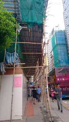 Chiny, Hong Kong, rusztowanie z powiązanych bambusów..