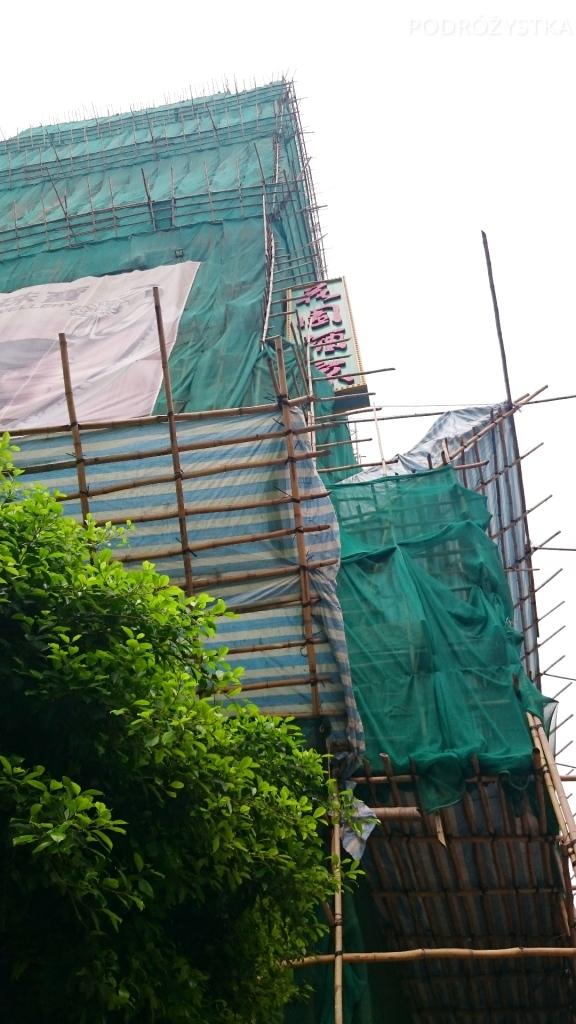 Chiny, Hong Kong, rusztowanie z powiązanych bambusów mogę się piąć na wiele pięter