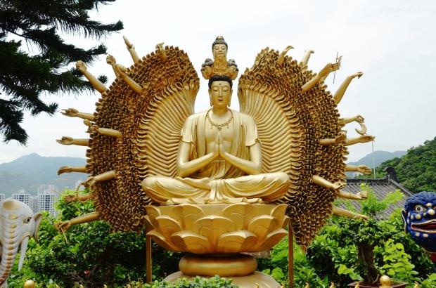 Chiny, Hong Kong, Ten Thousand Buddhas Monastery, Klasztor 10 Tysięcy Buddów, statua Buddy Tysiąca Rąk