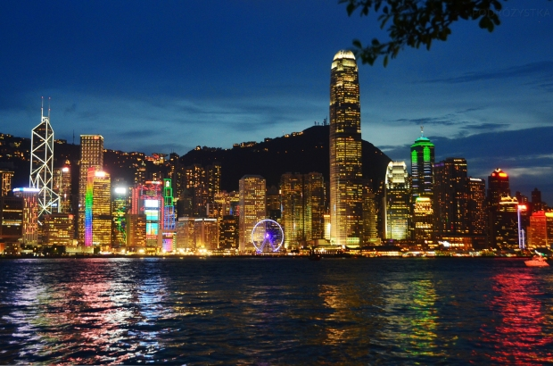 Chiny, Hong Kong, Victoria Harbour - Port Wiktorii, widok na drapacze chmur na wyspie Hong Kong
