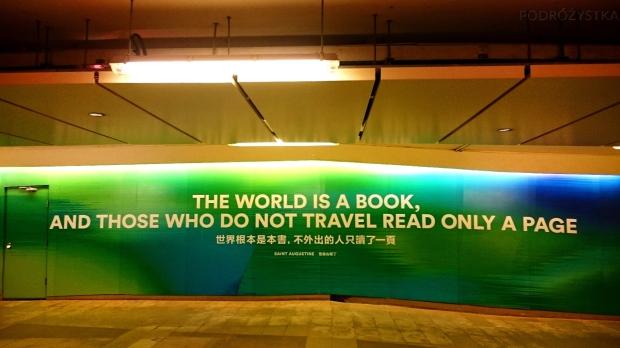 """Chiny, Hongkong, znalezione w podziemnym przejściu :) (""""Świat jest jak książka, a Ci, którzy nie podróżują czytają tylko jedną stronę"""")"""