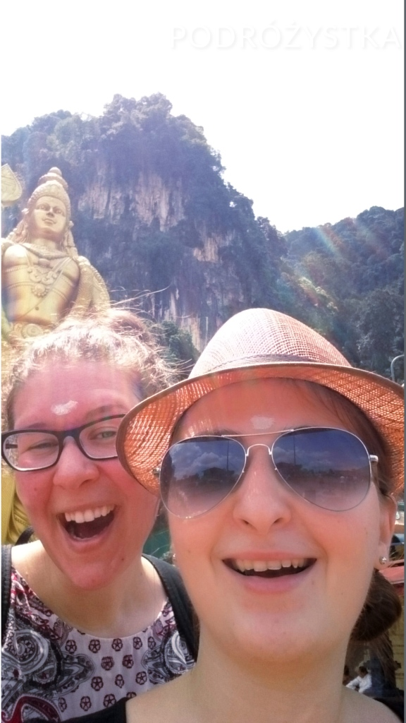 Malezja, okolice Kuala Lumpur, Batu Caves (jaskinie Batu), przed statuą Lorda Murugana
