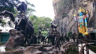 Malezja, okolice Kuala Lumpur, Batu Caves (jaskinie Batu), wejście do jaskini Ramayana (Ramayana Cave)