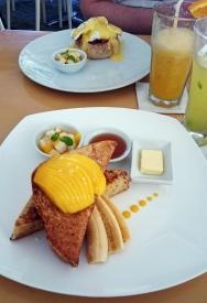 Filipiny, wyspa Boracay, tosty z mango i bananami w Lemoni Cafe and Restaurant