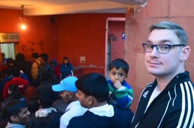 Indie, Delhi, Red Fort, Maciek w kolejce po bilety