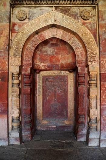 Indie, Delhi, nawa w Isa Khan's Mosque (Meczecie Isa Khana)