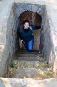 Indie, Delhi, wejście na ośmiokątny mur kompleksu Isa Khan's Tomb and Mosque (Grobowiec i Meczet Isa Khana)