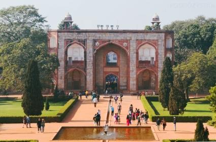Indie, Delhi, wejścio-wyjście kompleksu Humayun's Tomb (Grobowiec Humajuna)