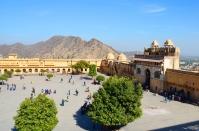 Indie, Jaipur, Amber Fort, Suraj Pol Gate na placu Jaleb Chowk