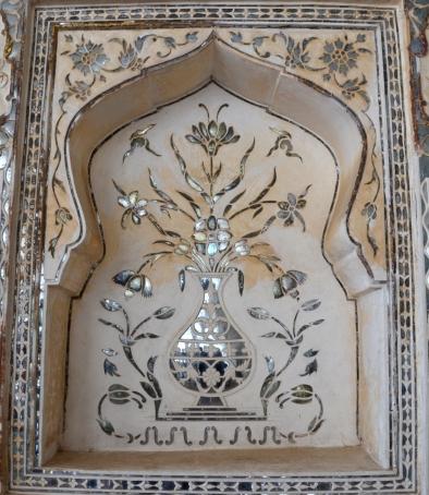 Indie, Jaipur, Amber Fort, zdobienia wewnątrz Sheesh Mahal - szklany pałac
