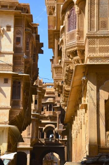 Indie, Jaisalmer, wąskie uliczki Patwa-ki-Haveli