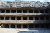 Indie, Maharasztra, okolice Aurangabad, jaskinie Ellora (Ellora Caves) - jaskinia numer 11, klasztor mnichów