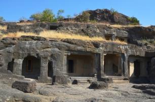 Indie, Maharasztra, okolice Aurangabad, jaskinie Ellora (Ellora Caves) - prawdopodobnie jaskinia numer 19