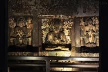 Indie, Maharasztra, okolice Aurangabad, jaskinie Ajanta, rzeźby w jaskini numer 6 lub 7