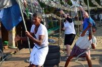 Indie, Kerala, Kochi (Koczin), pracując przy Chinese Fishing Nets - Chińskich sieciach rybackich